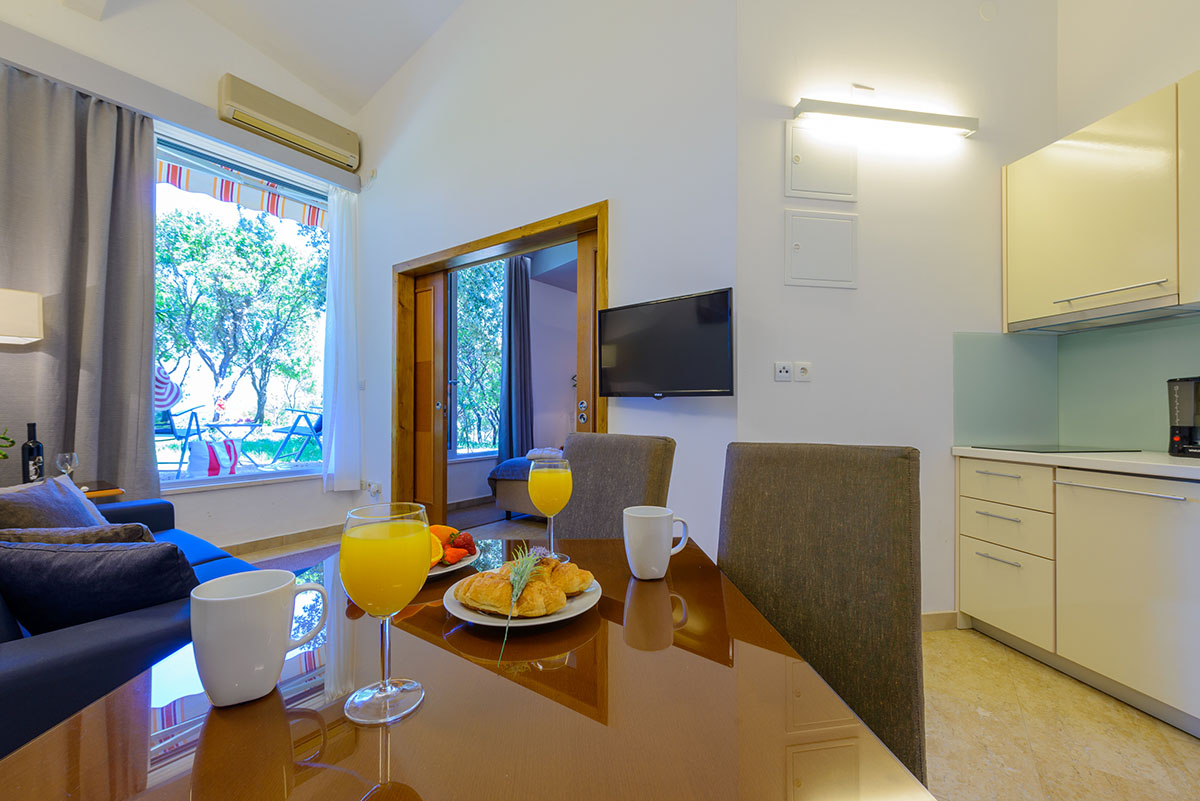 one bedroom apartment with patio and sea view adriatic resort