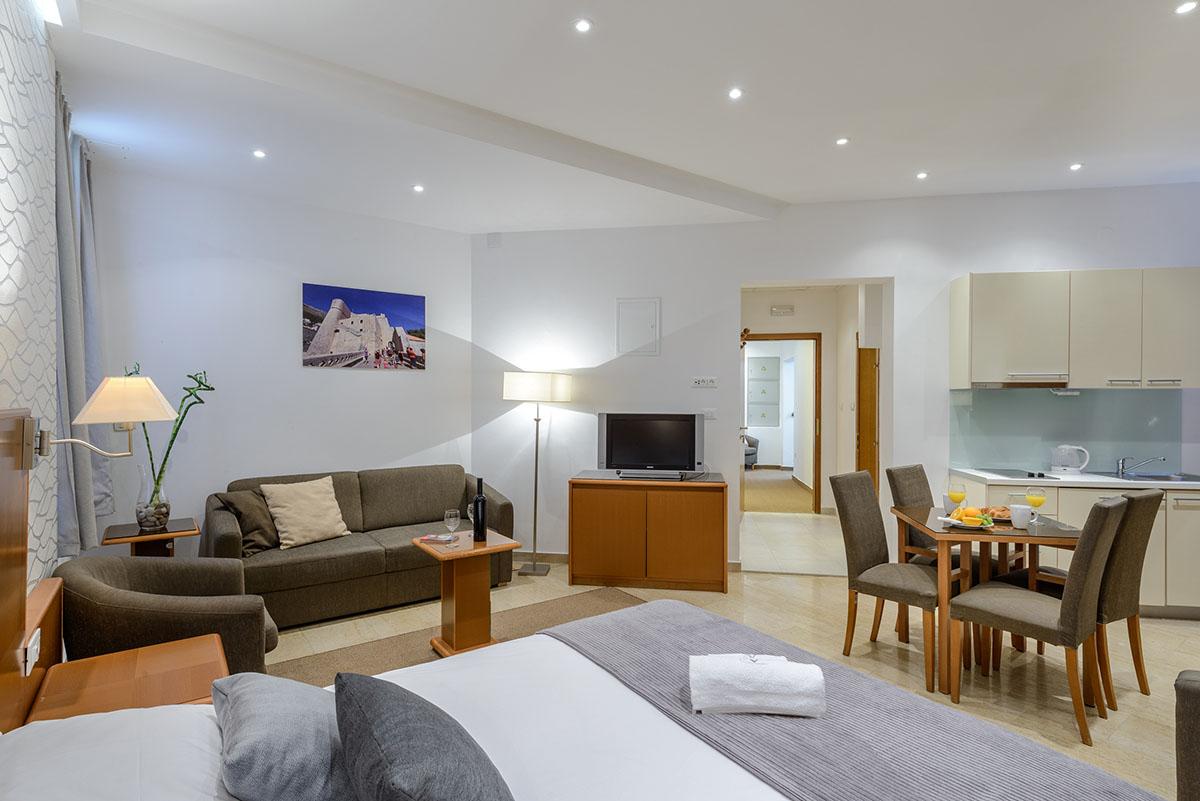 Studio apartment with garden view adriatic resort apartments for Garden studio rooms